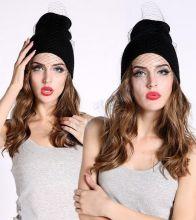 Модная шапка с вуалью